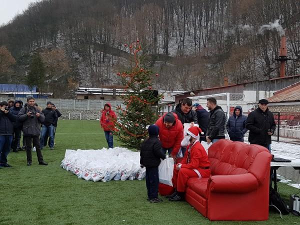 Moș Crăciun a trecut prin Valea Domanului