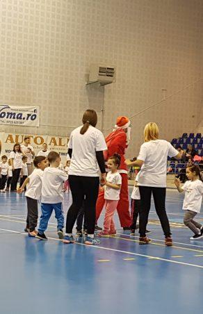 """""""Cupa Moș Crăciun"""", prilej de bucurie pentru copiii din grădinițe"""