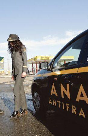 2000 de agenți fiscali controlați de ANAF