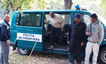 Doi imigranți înghețați bocnă prinși de poliția de frontieră!