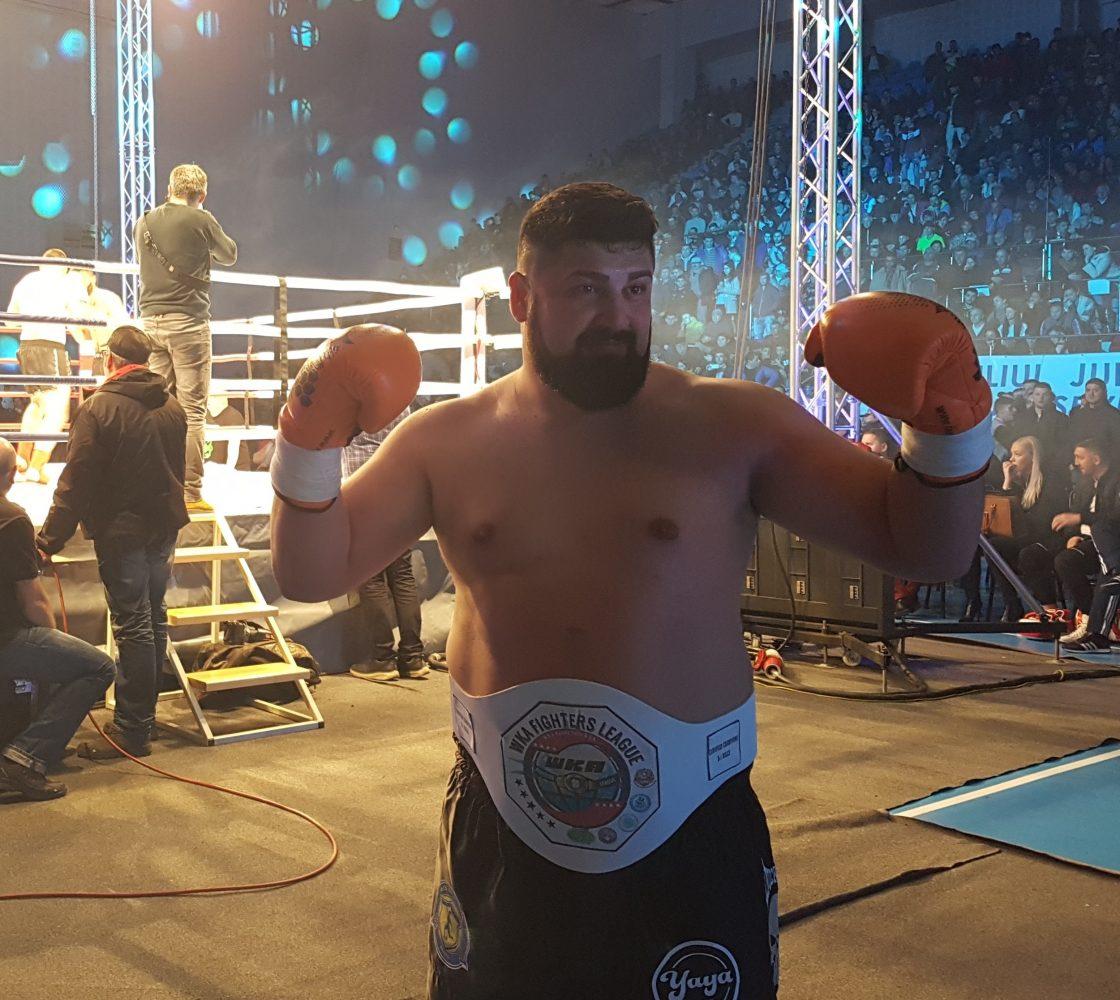 Gala de kickboxing a umplut Sala Polivalentă! Reșițeanul Rusalin, și-a făcut K.O. adversarul!