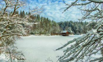 Perle turistice din Caraş-Severin: Lacul Buhui, lângă Anina.
