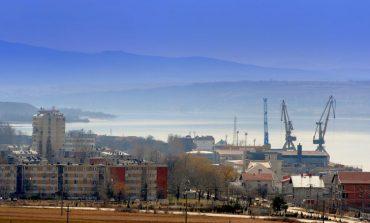 Vântul puternic a oprit navigația pe Dunăre, la Moldova Nouă! Autoritățile portuare în alertă.