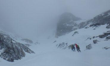 Salvamont: ninsorile abundente şi creşterea temperaturii, cresc pericolul de avalanşe.