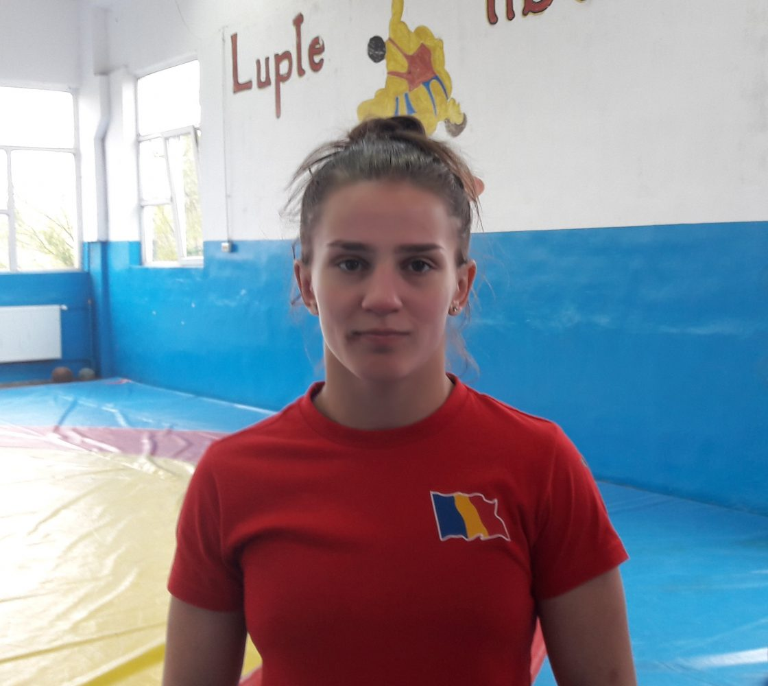 """Luptătoarea Alina Vuc s-a antrenat și de sărbători, """"acasă"""", la Reșița!"""