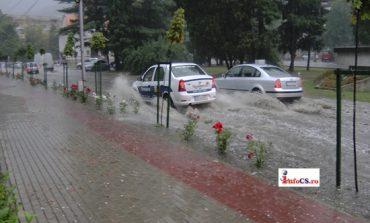 Reşița sub ape ,după o ploaie torențială!