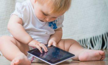 Socant copii ,dependenti de telefoane si  tablete!