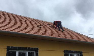 Doar 6 ore de ,,Cosava ,, acoperisul Caminului Cultural din Macesti in pericol de,,zbor,,
