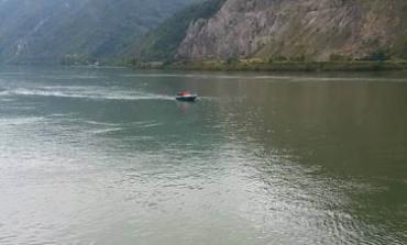 A plonjat cu mașina în Dunăre