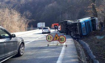 Accident pe DN 6, circulație îngreunată