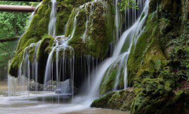 Guvernul promovează România cu Cascada Bigăr, dar alocă și bani pentru amenajarea turistică a zonei