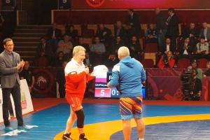 Fostul campion olimpic Ştefan Rusu l-a întâlnit, luni, pe adversarul său din urmă cu 40 de ani, polonezul Andrzej Supron, într-un meci demonstrativ